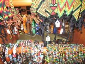 Стоит ли покупать местные сувениры?